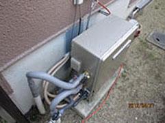 エコジョーズ据置タイプを設置しました。 エコジョーズはドレン(排水工事が必要に